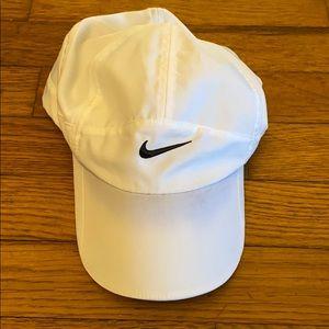 Nike featherlight white hat